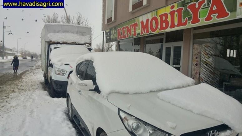 Kar Yağışı Eleşkirt'te Hayatı Olumsuz Etkiliyor